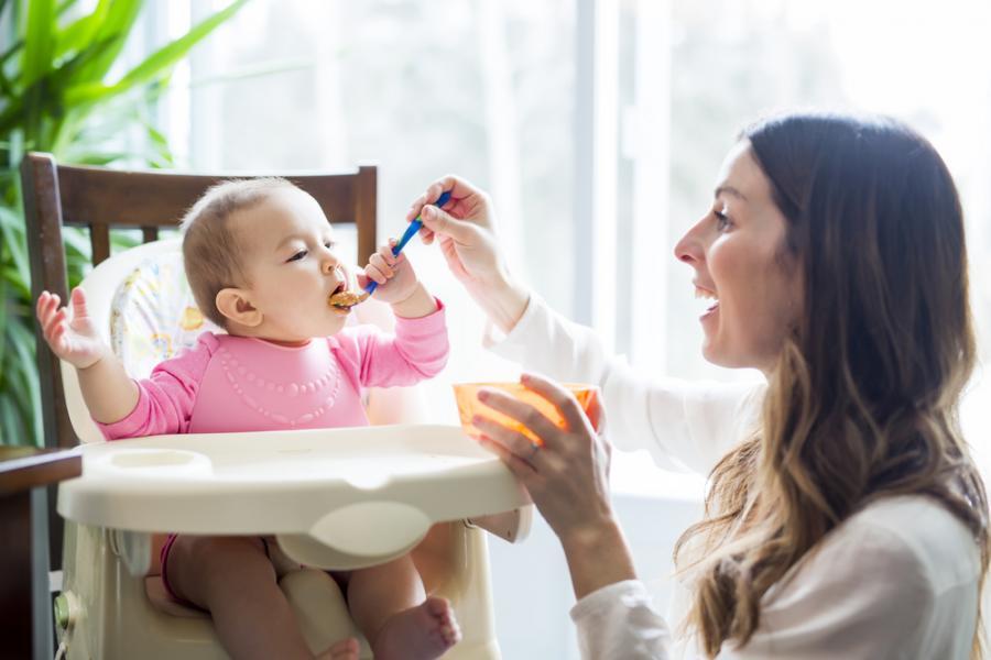 Karmienie niemowlęcia