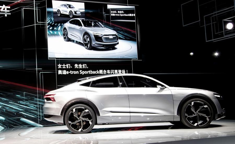 Styliści odpowiedzialni za audi e-tron sportback wytyczyli nowe ścieżki przepływu powietrza przez maskę pojazdu