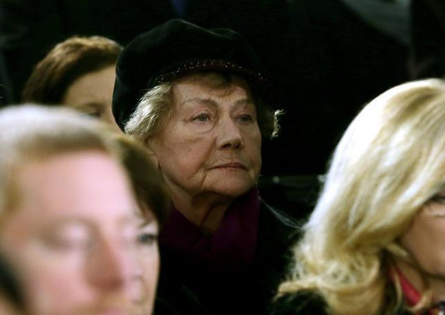 Aktorka Teresa Lipowska (C) podczas uroczystości pogrzebowych Witolda Pyrkosza