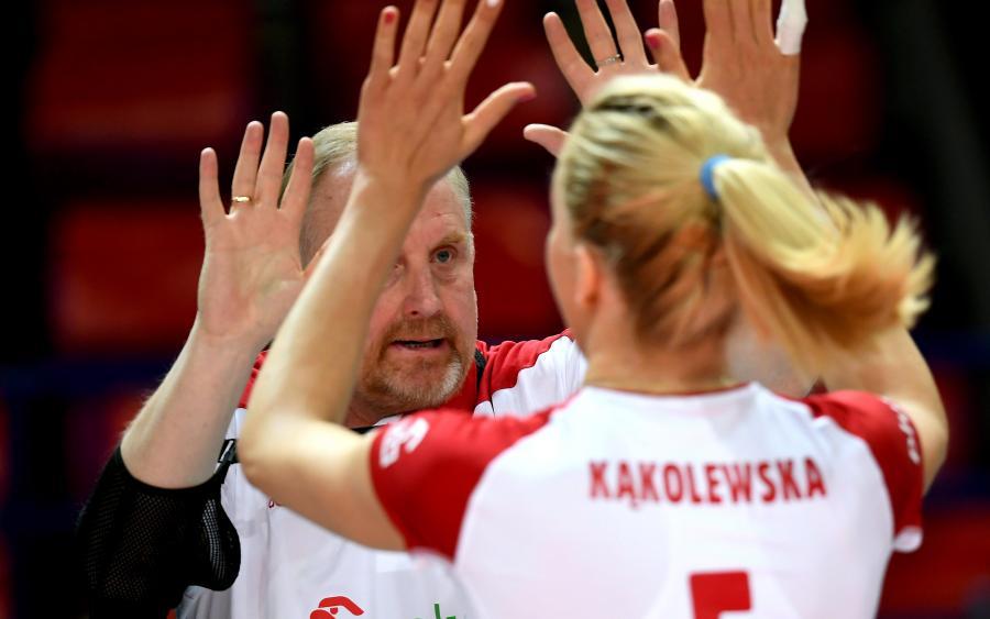 Trener reprezentacji Polski Jacek Nawrocki (w głębi) i Agnieszka Kąkolewska