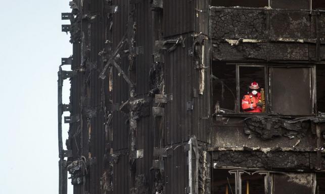Rośnie liczba ofiar pożaru wieżowca w Londynie. Tyle zostało ze spalonego budynku. ZDJĘCIA Z WNĘTRZA