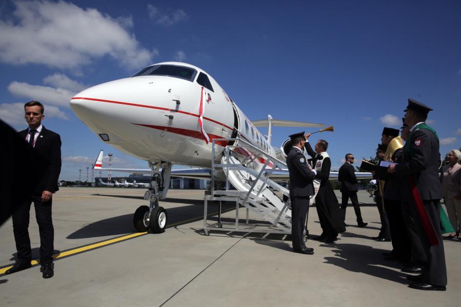 Chwila poświęcenia samolotu Gulfstream G550. Maszyna otrzymała imię ks. Józefa Poniatowskiego