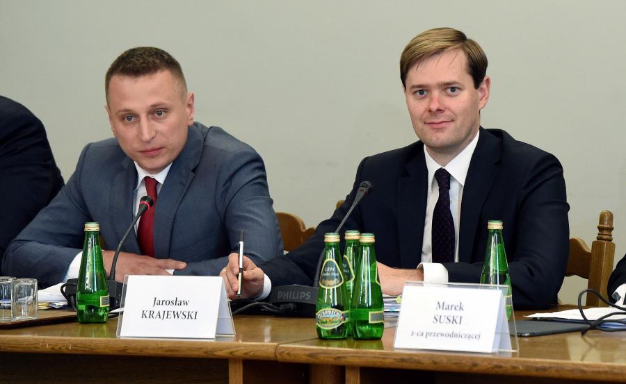 Członkowie sejmowej Komisji śledczej ds. Amber Gold, poseł PO Krzysztof Brejza i poseł PiS Jarosław Krajewski