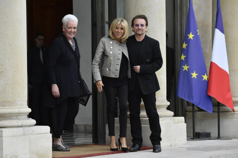 Brigitte Macron i muzyk U2 Bono