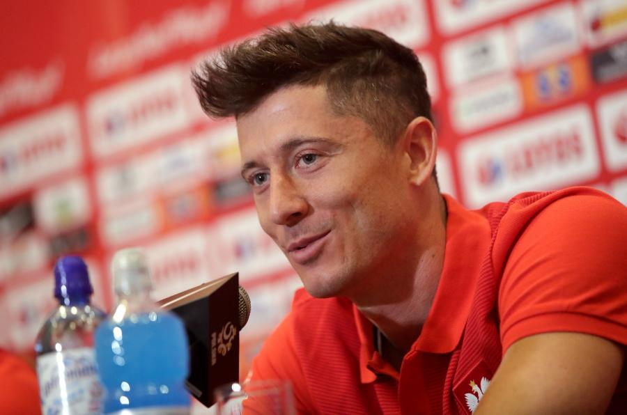 Robert Lewandowski podczas konferencji prasowej w Warszawie