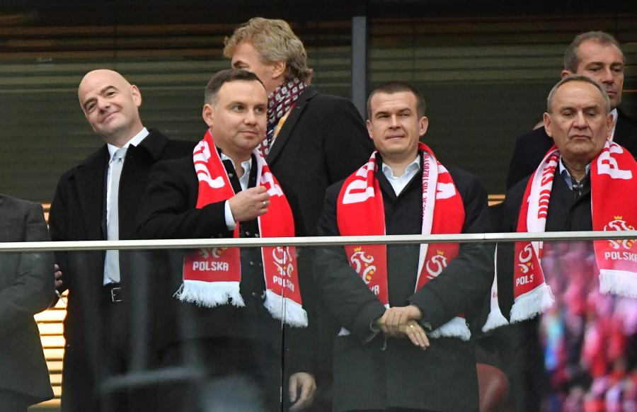 Prezydent Polski Andrzej Duda (2L) wraz z ministrem sportu Witoldem Bańką (2P)