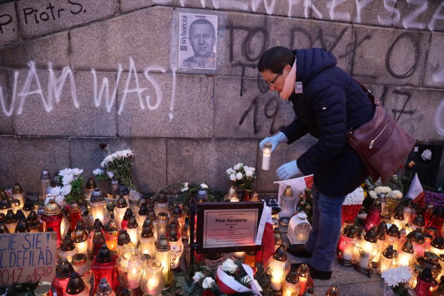 Marsz milczenia w Warszawie pamięci Piotra Szczęsnego