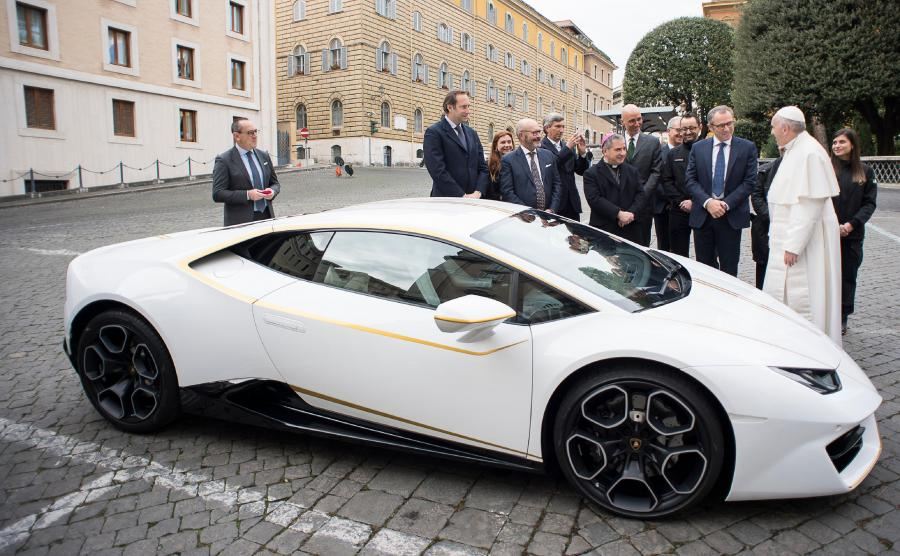 Papież Franciszek i Lamborghini Huracan