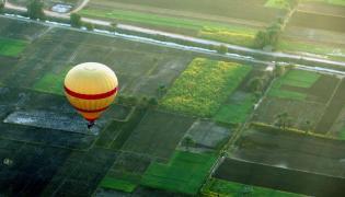 Balon nad Luksorem w Egipcie. Zdjęcie ilustracyjne