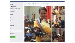 Kornelia Wróblewska z dzieckiem w chuście