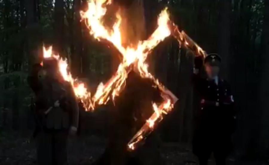 Neonaziści ze stowarzyszenia Duma i Nowoczesność swiętują urodziny Hitlera/fot. Twitter/@Superwizjer TVN