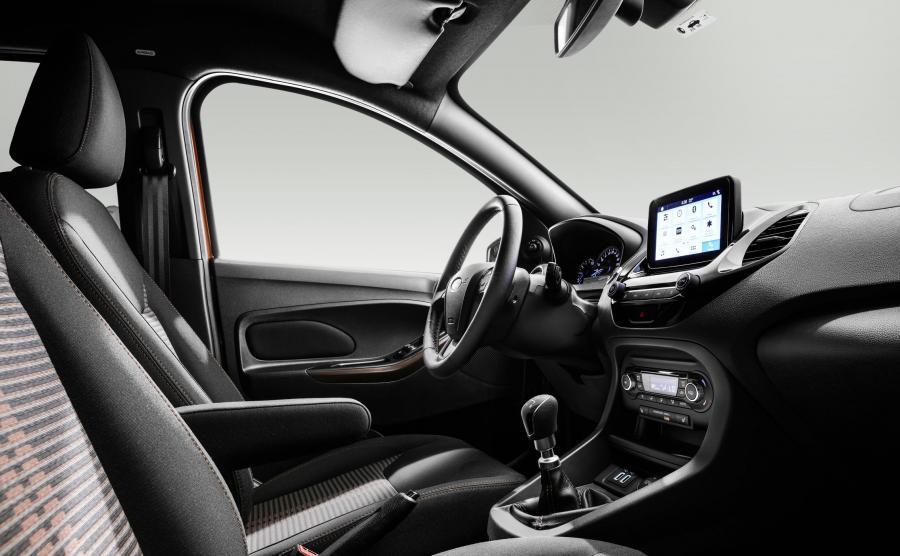 Wnętrze pozwala pasażerowi o wzroście 2 metrów usiąść za kierowcą o podobnym wzroście