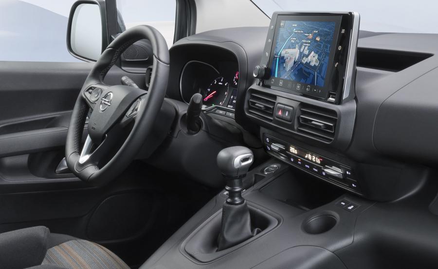 Opel Combo Life skrywa najnowsze systemy multimedialne kompatybilne z Apple CarPlay i Android Auto, dostępne z 8-calowym ekranem dotykowym. Smartfony można również ładować za pomocą opcjonalnej indukcyjnej ładowarki znajdującej się pod przyciskami klimatyzacji