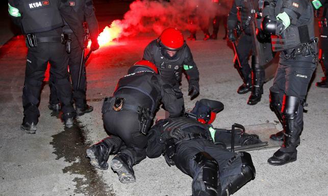 Tragedia w Bilbao. W trakcie bójki kibiców Athletic i Spartaka zmarł hiszpański policjant [FOTO]