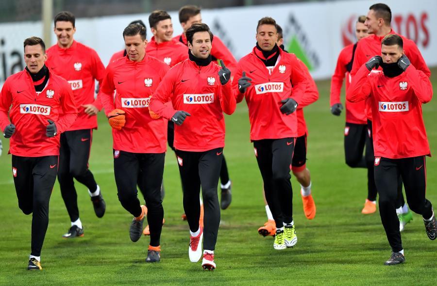 Piłkarze reprezentacji Polski (od lewej): Arkadiusz Milik, Wojciech Szczęsny, Grzegorz Krychowiak, Thiago Cionek i Jakub Świerczok