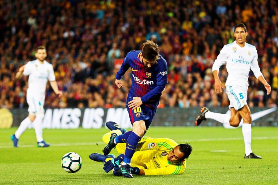 9590d5bcc Sędzia najsłabszym aktorem El Clasico. Messi i Ronaldo z golami ...