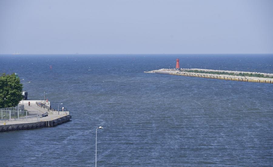 Widok na Martą Wisłę wpływającą do Zatoki Gdańskiej w Gdańsku