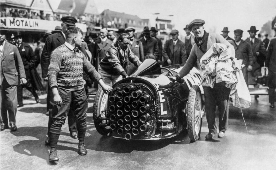 Pierwszy samochód z napędem rakietowym na autostradzie Avus w Berlinie w maju 1928 r.