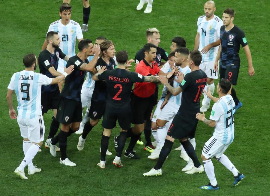 Przepychanki w trakcie meczu Argentyna - Chorwacja