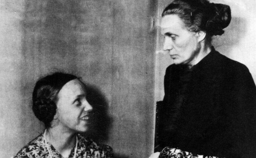 Margarete Himmler (z prawej) z córką Gudrun