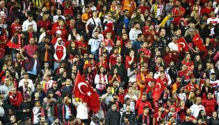 Kibice reprezentacji Turcji na meczu ze Szwecją