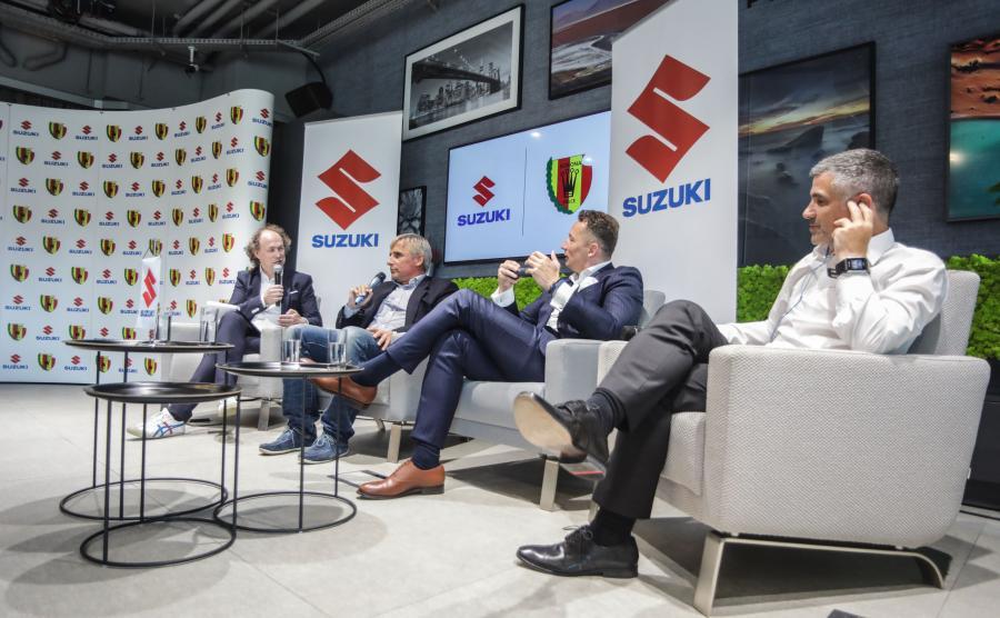 Michał Pol, Krzysztof Zając, prezes Korony Kielce, Piotr Dulnik, szef Suzuki Motor Polska i trener Gino Lettieri