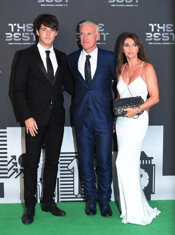 Trener reprezentacji Francji, Didier Deschamps z żoną i synem