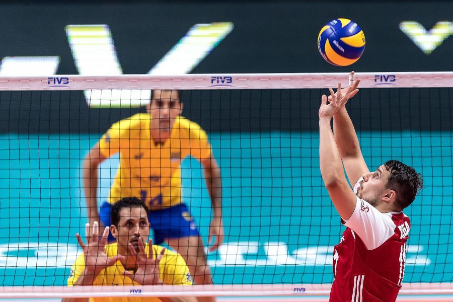 Fabian Drzyzga (P) podczas meczu finałowego mistrzostw świata siatkarzy z Brazylią