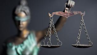 Sądownictwo, trzecia władza. Zdjęcie ilustracyjne.