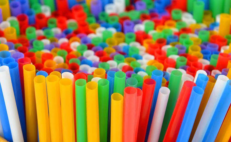 Od 2021 roku w Europie zakaz sprzedaży wielu jednorazowych przedmiotów z plastiku