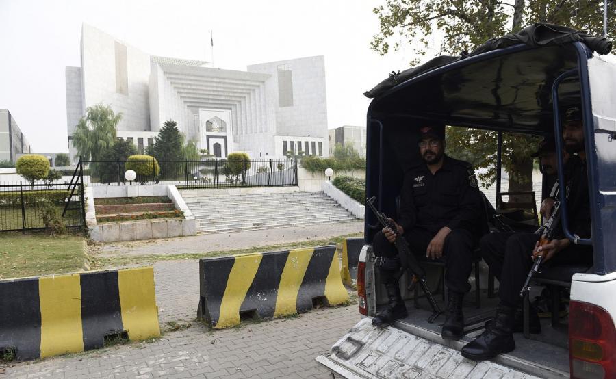 Siły bezpieczeńśtwa Pakistanu ochraniają budynek Sądu Najwyższego