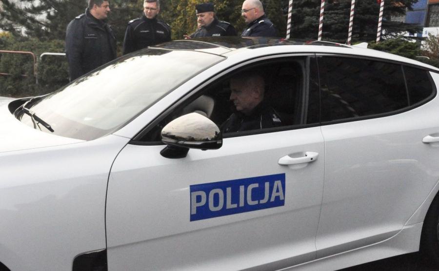 Kia Stinger i Komendant Główny Policji gen. insp. Jarosław Szymczyk