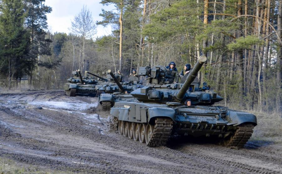 Rosyjskie czołgi na poligonie