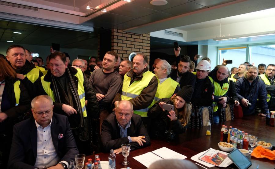 Związkowcy protestujący przed siedzibą spółki wtargnęli na posiedzenie Rady Nadzorczej JSW