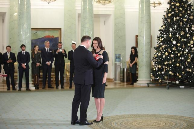 Prezydent Andrzej Duda odznacza Krzyżem Komandorskim Orderu Odrodzenia Polski byłą tenisistkę Agnieszkę Radwańską