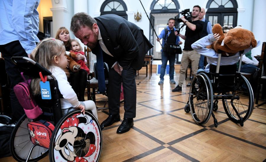 Minister zdrowia podczas spotkania zorganizowanego przez Fundację SMA - polską społeczność chorych na SMA i ich rodzin