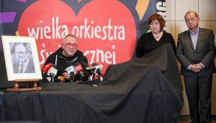 Jerzy Owsiak i portret Pawła Adamowicza