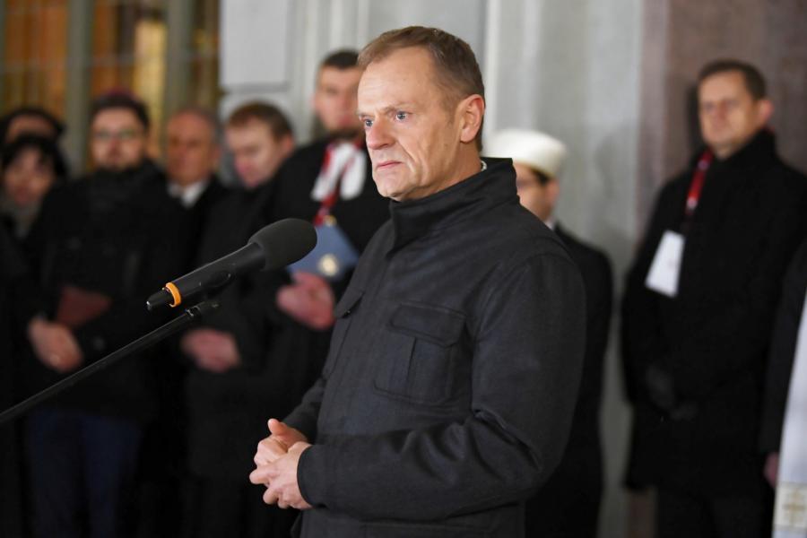 """Szef Rady Europejskiej Donald Tusk podczas wiecu. """"Wiec Przeciwko Nienawiści i Przemocy"""""""
