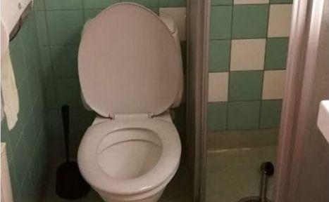 Tak wygląda łazienka w hotelu, w którym mieszkają Polacy