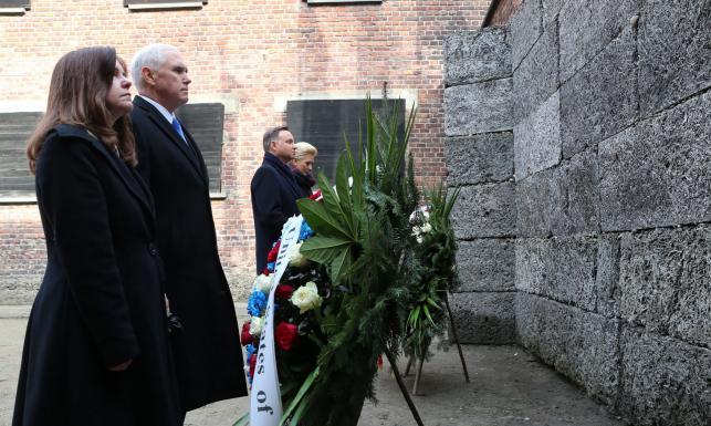 Wspólna wizyta Andrzeja Dudy i wiceprezydenta USA w Auschwitz-Birkenau [GALERIA]