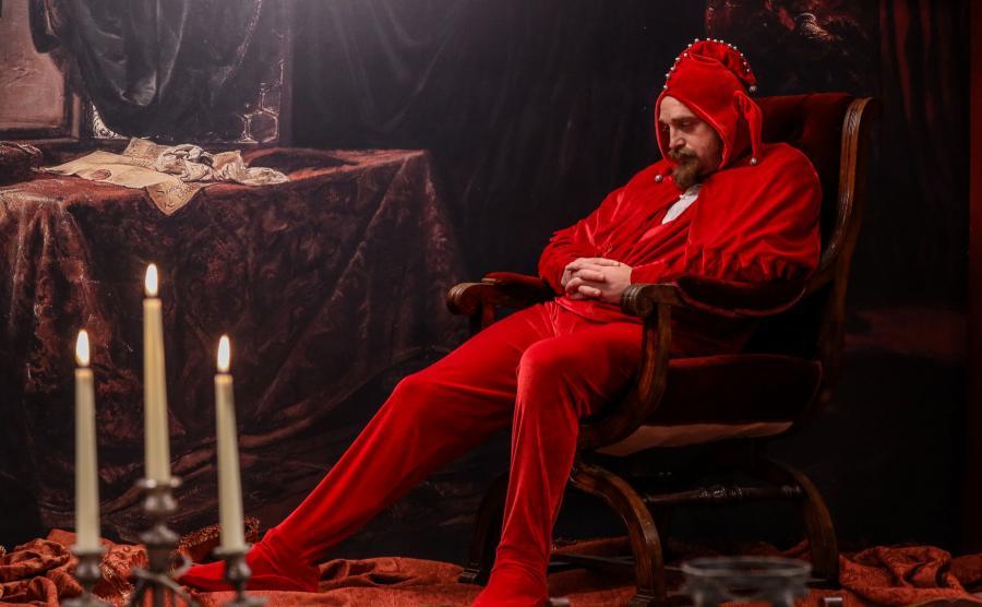 Mateusz Gessler wcieli się w programie w postać Stańczyka