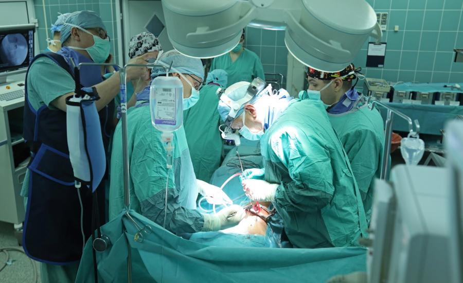 Białystok. Nowatorska operacja skoliozy u dziecka bez usztywnienia kręgosłupa