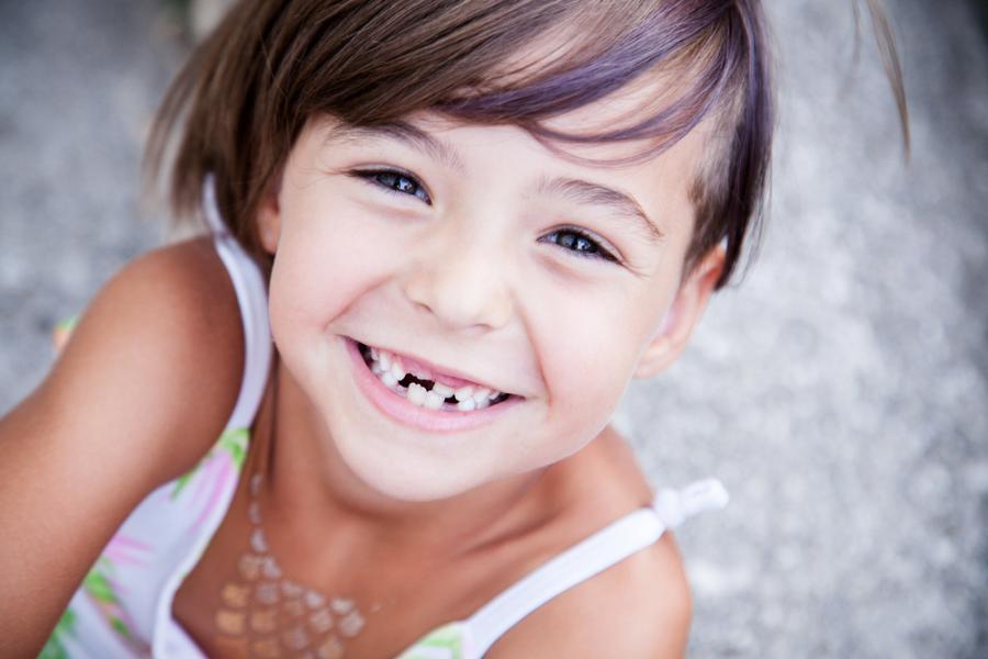 Uśmiechięta dziewczynka
