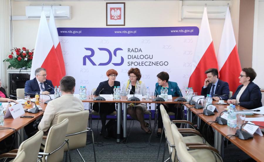 """Rozmowy w Centrum Partnerstwa Społecznego """"Dialog"""" w Warszawie"""