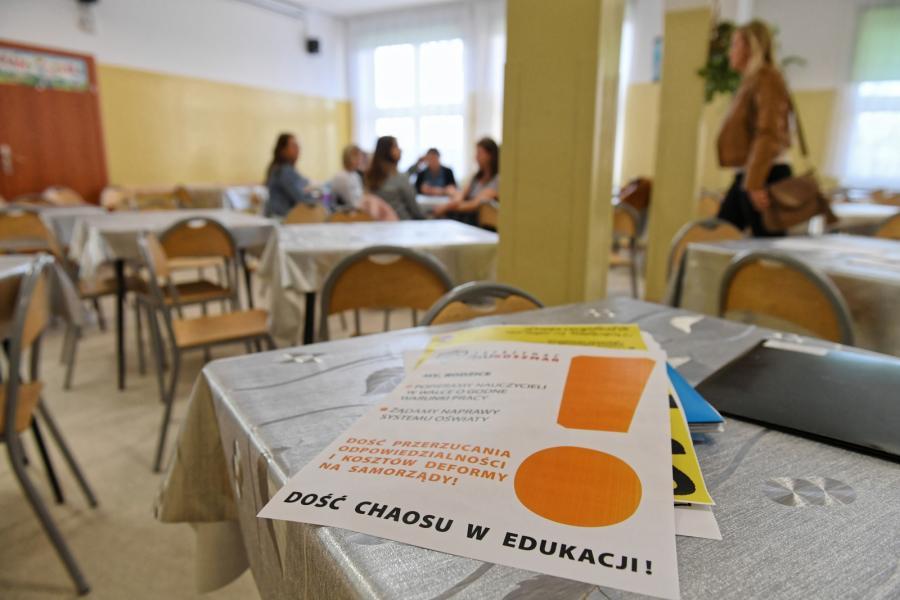 Strajkujący nauczyciele w Szkole Podstawowej nr 86 w Gdańsku.