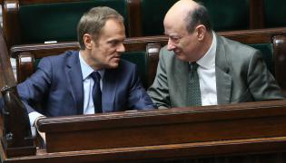 Rok 2014, premier Donald Tusk i poseł PO Jacek Rostowski podczas posiedzenia Sejmu
