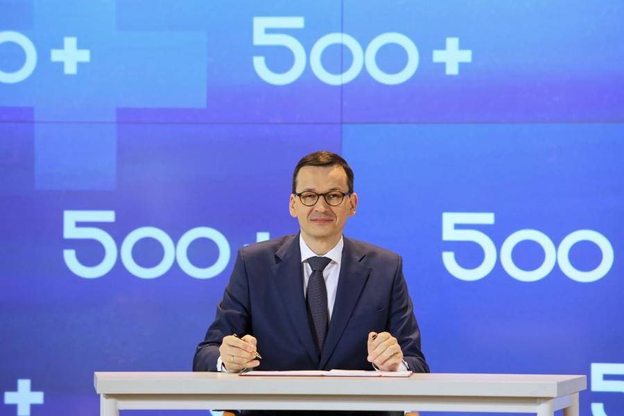 Prezes Rady Ministrów Mateusz Morawiecki podczas konferencji dotyczącej Programu Rodzina 500+