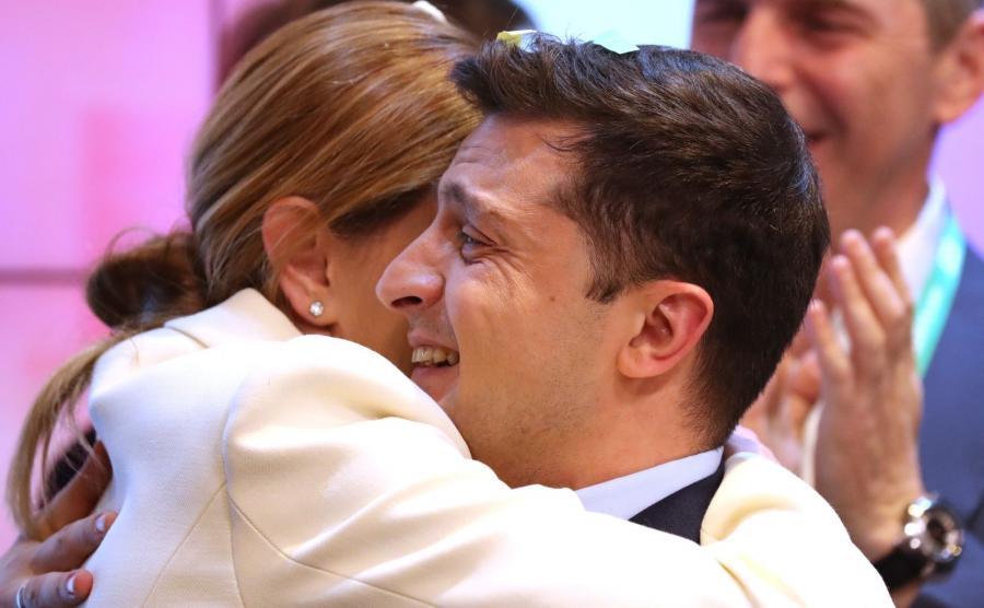 Wołodymyr Zełenski z żoną Ołeną po ogłoszeniu wstępnych wyników wyborów