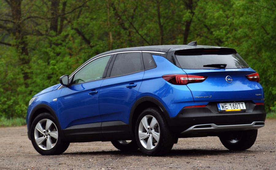 Grandland X ma 4477 mm długości, 1844 mm szerokości i 1636 mm wysokości. To już trzeci Opel oznaczony symbolem \