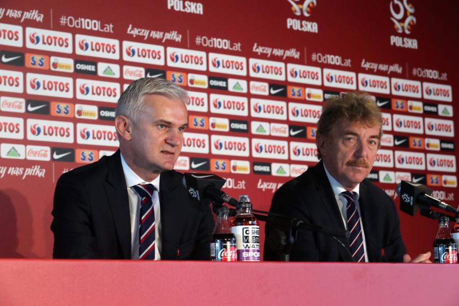 Trener młodzieżowej piłkarskiej reprezentacji Polski Jacek Magiera oraz prezes PZPN Zbigniew Boniek